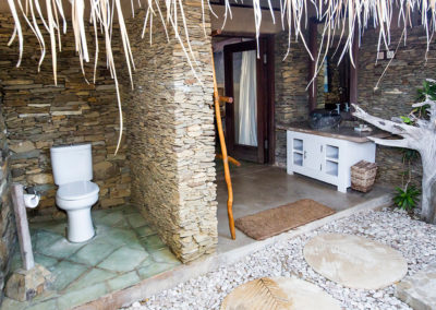 villa – outdoor bathroom